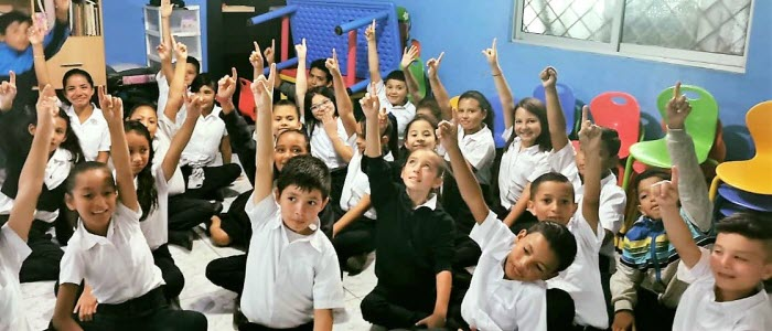 "Educational Tour ""Ideas on wheels"" visit the Quebrada del Fierro School"